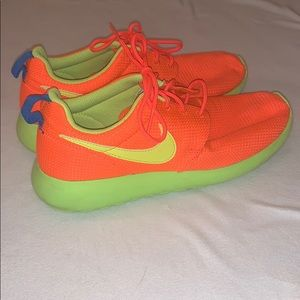Nike Boy's Roshe Size 7 Youth